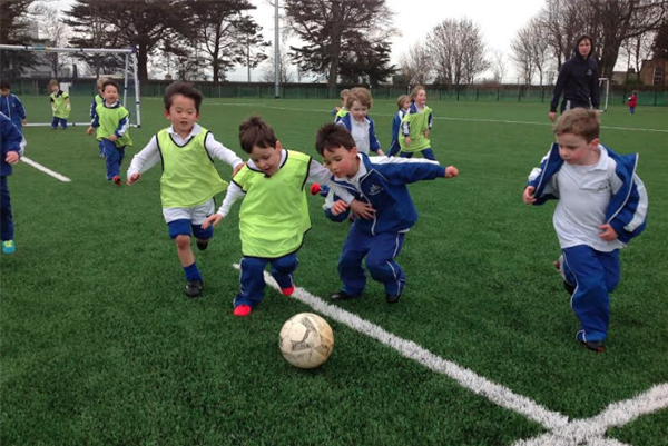 Junior Infants Debut on the 4G Pitch